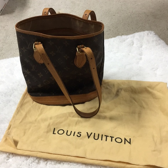e80ceabcb6d Louis Vuitton Handbags - Authentic Louis Vuitton mini bucket shoulder bag!